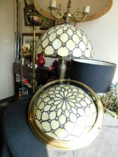TIFFANY STYLE LEADED BEADED CREAM GLASS TABLE LAMP & MATCHING CEILING LAMP